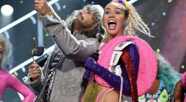 Miley Cyrus y The Flaming Lips anuncian un concierto nudista